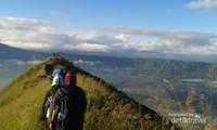 Pemandangan puncak Gunung Batur
