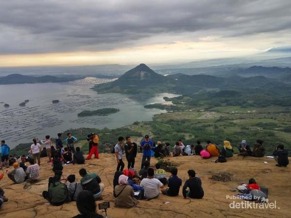 Jelajah Pesona Gunung Lembu Di Purwakarta