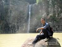 Saya berfoto di Air Terjun Sampuran Harimau