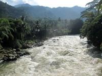 Berada tepat di atas aliran Sungai Asahan