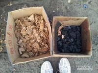 Arang yang dipakai untuk membakar Ayam Taliwang adalah batok kelapa. Sehingga benar - benar menambah kenikmatan Ayam Taliwang