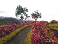 Gerbang Taman Bunga Hestis Garden