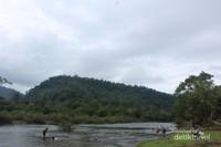 Pemandangan Krueng Sarah