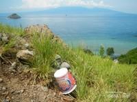 Selain coretan, sampah pun banyak ditemui di puncak Kenawa