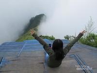 Secuil Pemandangan dari Puncak Gunung Telomoyo