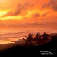Sunset Pantai Jetis yang akan menghipnotis siapa pun yang datang
