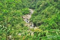 Sungai yang menjadi nadi pariwisata di Leuwi Hejo mengalir deras dari Gunung Pancar