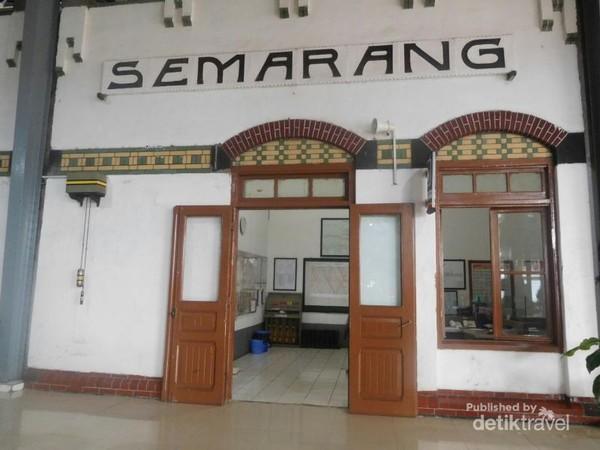 Tulisan Semarang yang menjadi ikon di stasiun tawang