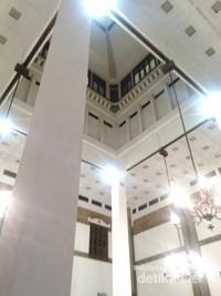 Arsitektur di dalam Stasiun Tawang