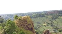 Di ujung sana merupakan titik tertinggi Bukit Bossolo