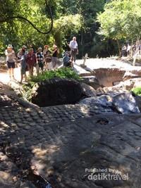 Ribuan lingga dan yoni tersebar di sungai ini