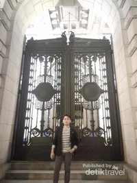 Pintu gerbang yang megah dimalam hari
