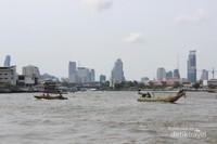 Lanskap Bangkok dengan gedung-gedung yang menjulang tinggi
