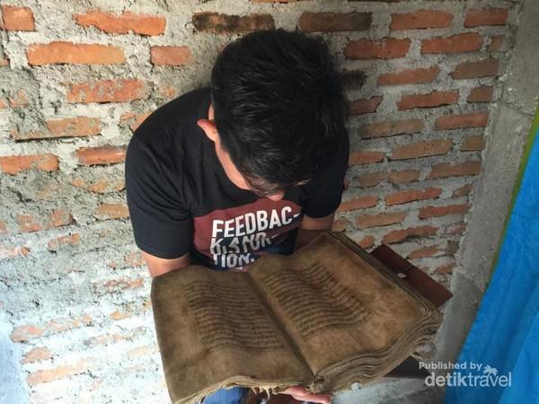 Al Quran kulit kayu tertua di Asia