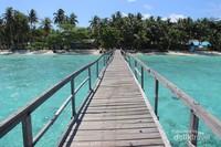 Dermaga kayu Pulau Popoongan