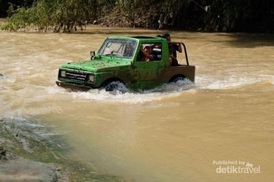 Wisata Offroad Melintasi Sungai di Bejiharjo, Yogyakarta