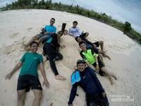 Aktivitas wajib bermain pasir di pantai