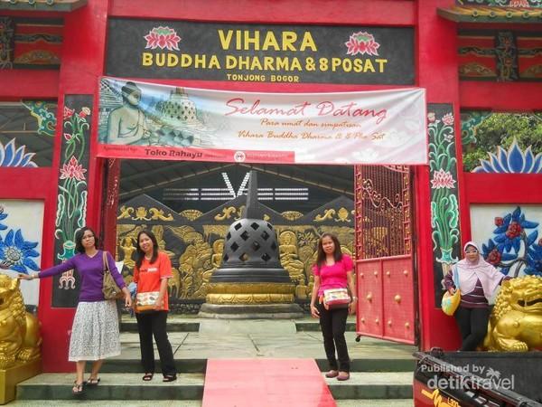 pintu masuk vihara