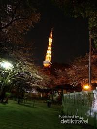 Tokyo Tower di malam hari