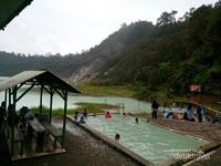 Pemandian air panas Talaga Bodas