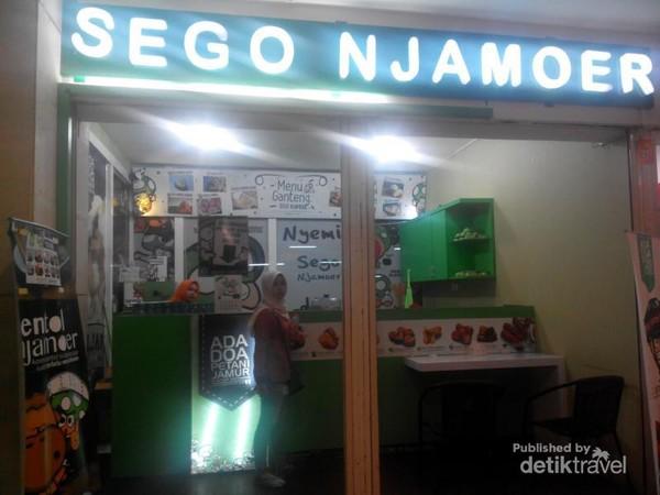 Salah satu gerai Sego Njamoer di Mall Surabaya