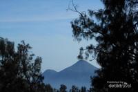 Terlihat Puncak Gunung Penanggungan