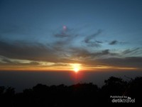 Sunrise dari Puncak Lawu, Hargo Dumilah