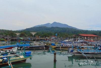 Satu Lagi yang Asyik di Lampung, Pantai Boom