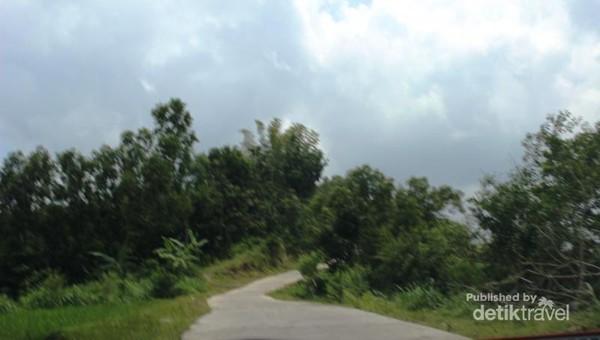 Jalan menuju ke lokasi