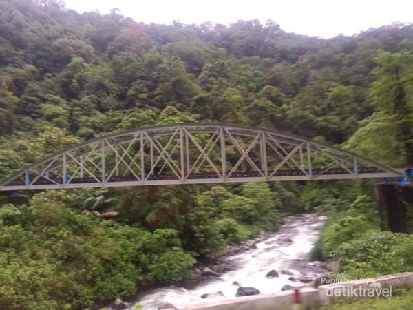 Jembatan rel kereta yang cantik