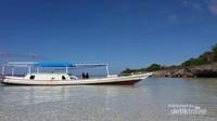 Perahu yang dapat disewa untuk menuju Pulau Liukang Loe atau Pulau Kambing