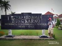 Monumen sebagai tanda pernah di huni Bung Karno