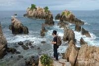Menikmati keindahan Pantai Gigi Hiu