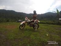 Menikmati alam Desa Cisadon dan kenikmatan kopi luwak alami dengan menggunakan motor trail