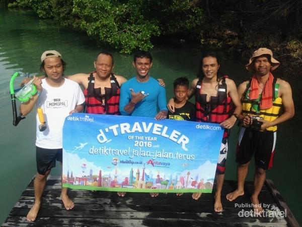 Bersama para pemenang dTraveler of The Year 2016 di pulau Kakaban