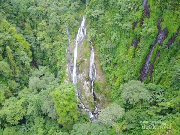 View dari udara di sekitar air terjun Cibadak  yang didokumentasikan oleh Schode, terlihat ada beberapa air terjun, tapi belum bisa di akses karena medan yg sulit.
