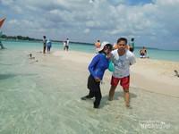 Pulau pasir selalu ramai dengan pengunjung