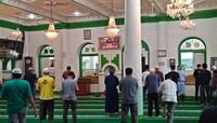 Suasana beribadah di Masjid Muhammadan