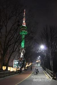 Jalan menanjak menuju Namsan Tower