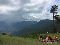 Panorama dari Puncak Lawang