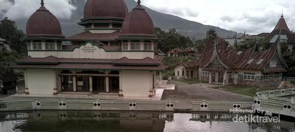 Masjid Darussalam di Koto Baru, Pandai Sikek, Padang Panjang, Sumatera Barat