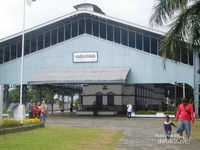 Stasiun kereta api ambarawa merupakan stasiun kereta yang dibangun zaman kolonial Belanda. berfungsi untuk mengangkut tentara dari dan ke stasiun Semarang