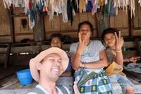 Warga Kampung Prai Ijing yang ramah dengan wisatawan