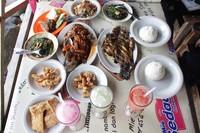 Santab siang berupa sea food di Ujong Blang