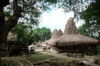 Ini kampung Prai Ijing yg bagian atas. ada sekitar tujuh rumah adat.