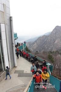 Stasiun pemberhentian cable car yang merupakan view point bagi pengunjung