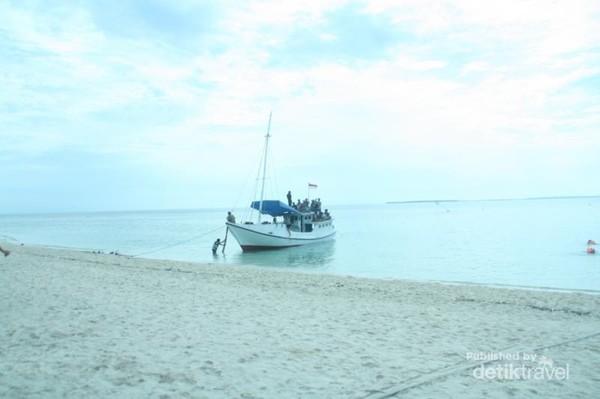 Kapal yang membawa kami menyeberang dari Pulau Madura