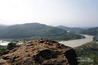Sungai Serayu, perbukitan, dan jembatan kereta