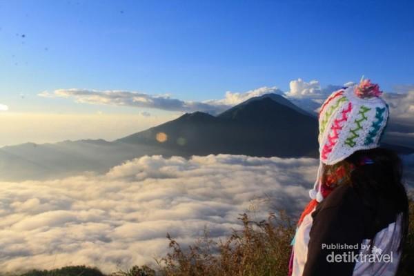 Bonus dari perjalanan ini adalah selfie dengan samudera awan, ayo guys jangan lupa masukan list Gunung Batur sebagai destinasi tujuan wisatamu saat berkunjung ke Kintamani - Bangli