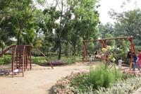 Area bermain anak - anak di Taman Dadap Merah